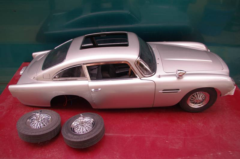 eaglemoss 1:8 aston martin DB5 007 to racing